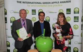 green-apple-environmental-award-win-for-lakes-free-range-egg-co
