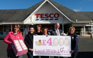 CRUK receive cheque for £4000
